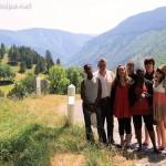 Sur la route du Cantal : Tuintim, Marc, Myriam, Alexandre, Adrienne, Clément et Milène. Nous avons vraiment traversé des paysages superbes pendant un mois !!!