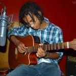 Alexandre à la guitare (Takamine T 10 Electro-accoustique avec un ampli a tube incorporé : guitare personnelle de Jean-Luc Salmon)