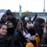 Sur le Bateau Mouche, 1er rang : Myriam, Alexandre, Milène, Roshnie et Olivia / 2ème rang : Grace, Tuintime et Adrienne