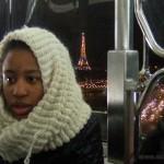 Olivia, sur la grande roue de la place de la Concorde... avec vue sur la Tour Eiffel et les Champs Élysées