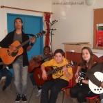 Cours de guitare guidé par Alexandre. De gauche à droite Mégane, Alexandre, Grace, Arthur Myriam et Roshnie