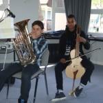Obernai : Arthur au Tuba, et Alexandre au Guitarviol
