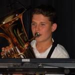 """Arthur, au tuba, (N.B.: dans """"Ernest"""", Arthur passe du piano au tuba dans la même chanson!!)"""
