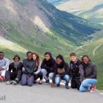 Au col d'Aniel (vue sur le versant français) : Jean-Luc, Mamadi, Tuintim, Évidaly, Milène, Alexandre, Adrienne, Arthur, Bénédicte,et Cédric