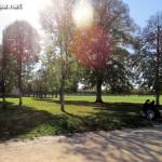 Jean-Luc et Tuintim pique-niquant dans le parc de Chambord