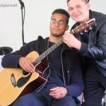 Alexandre et Arthur... ou... comment jouer à deux sur une même guitare