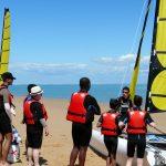 Briefing devant les catamarans