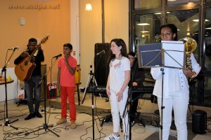 Grace à la guitare, Abimaniou, Léa et Clara