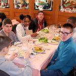Brian, Kimberley et Mattéo sur la gauche; Norman (de dos), André, Thierry et Lucas sur la droite