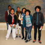 Sur un fond de Claude Monet (Salle des Nymphéas) : Macathia, Laetitia, Sindy, Keïkp, Lucas et Léo