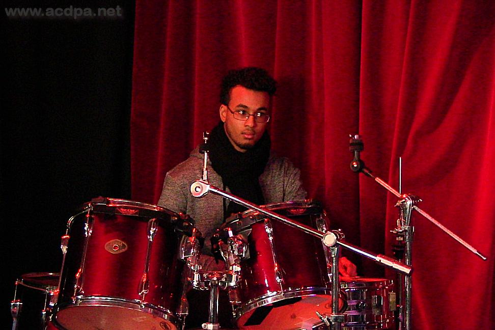 Alexandre à la batterie, le leader polyvalent, le 16 janvier 2016 à Chennevières lès Louvres, dans les Studios Guillaume Naidon