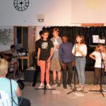 Xavier et Philippe (les guitares). Au premier rang : (Michael) Timothé, Arthur, Jamescy, Marianne, Charlotte, Sylvain, et Athis à la batterie
